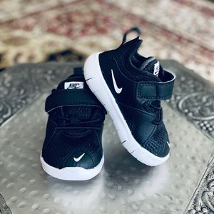 Little boys Nike sneakers. Sz. 4